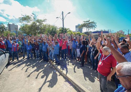 Trabalhadores (as) da Embasa cruzam os braços nesta terça contra enrolação da diretoria da empresa