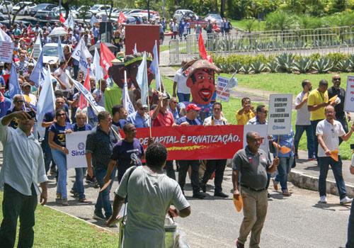 Embasa e Cerb:Grande passeata de protesto faz cobranças e denúncias. Governo promete respostas